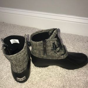Excellent condition sperry duck boots. Size 7.5